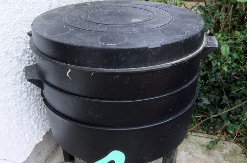 A tour of my Wormery Composter - a small unit that sits outside and uses worms to break down food waste into compost for the garden