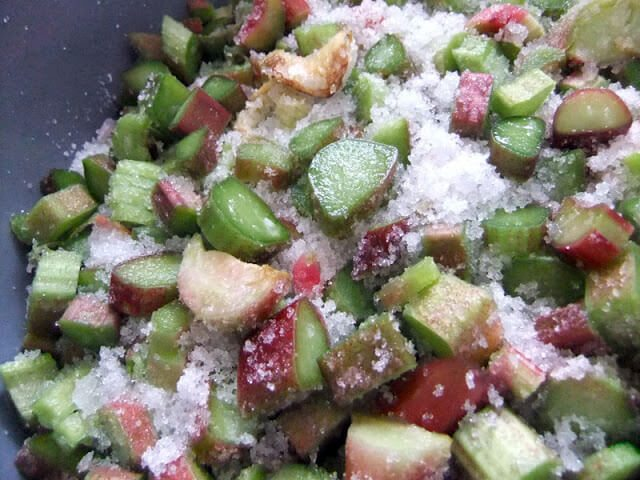Use fresh rhubarb to make this sweet and summery wine. Perfect for outdoor parties, with fruity desserts, or for a girlie gathering #wine