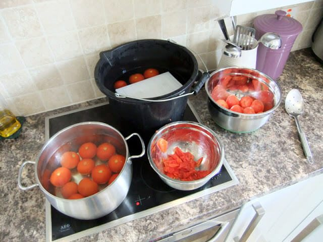 How to can and preserve your own tomatoes - fresh from the garden or purchased in bulk #canning