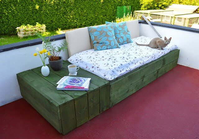 Pallet Project: Patio Day Bed • Lovely Greens