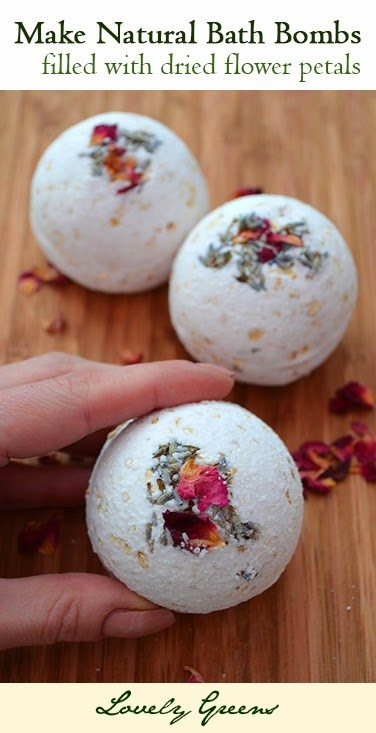 How to make all natural Rose, Lavender, and Oatmeal Bath Bombs - fragrant, beautiful, and kind to the skin #beauty
