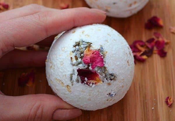 How to make Rose, Lavender, & Oatmeal Bath Bombs
