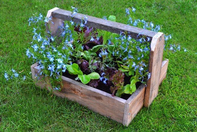 Live Video Tour of 5 Pallet Wood Planters & Projects