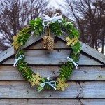 How to Weave a Natural Willow Christmas Wreath