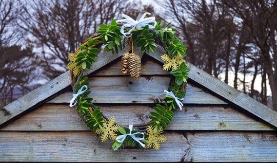 Tutorial showing how to use natural materials to create a simple willow wreath