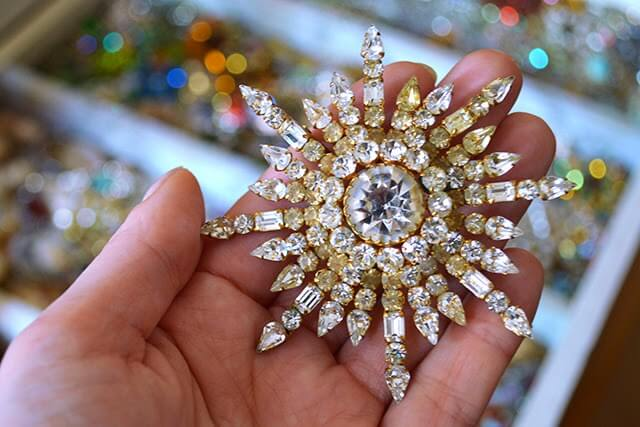 A Treasure Trove of Vintage Jewellery - a glimpse of a private collection #jewellery