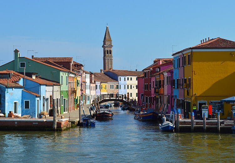 Burano island. Photo diary of a solo trip to Venice, Italy, one of the most romantic cities in the world.