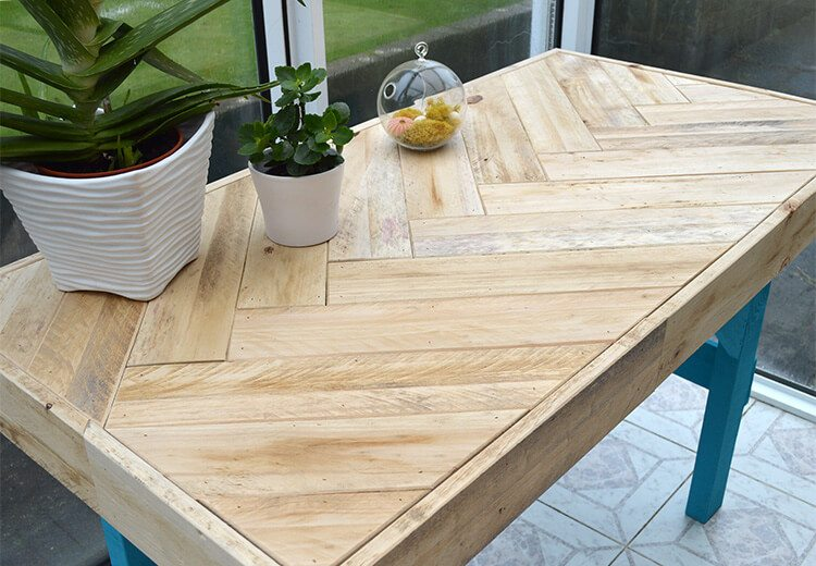 DIY Pallet Table: instructions on how to inexpensively build this modern table using scrap wood.