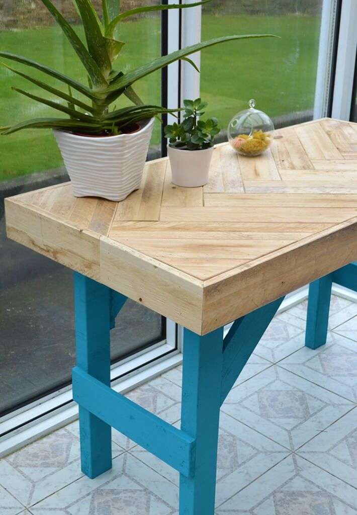 DIY Wooden Table made with Pallet Wood