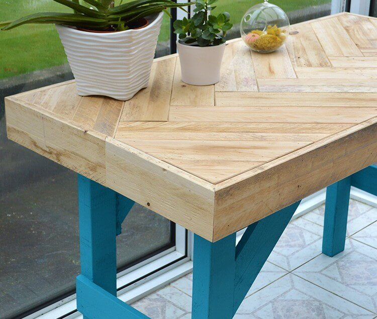 Diy wooden table made with pallet wood lovely greens for How to make a pallet kitchen table