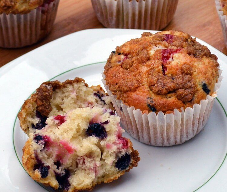 Easy recipe - Redcurrant and Bilberry Muffins with a crunchy Streusel topping