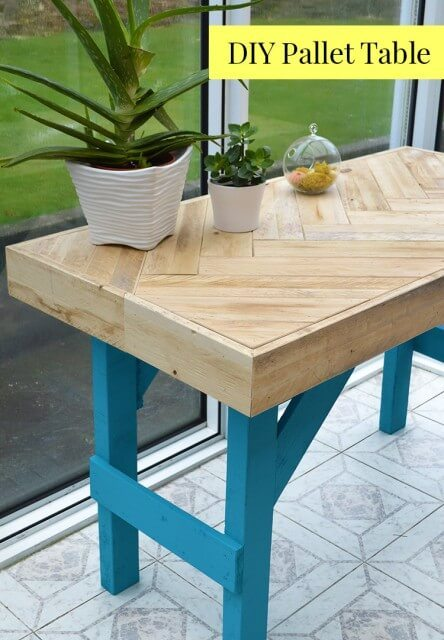 DIY Pallet Table Instructions On How To Inexpensively Build This Modern Using Scrap Wood