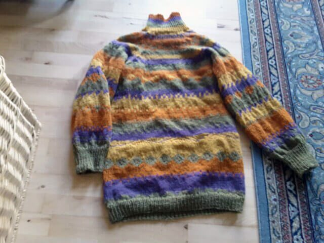 Hand-knit sweater with wools dyed with plants and flowers