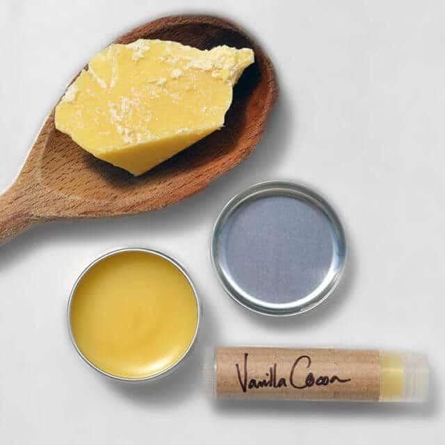 Vanilla & Cocoa Butter Lip Balm recipe + diy instructions #lovelygreens #diybeauty #greenbeauty