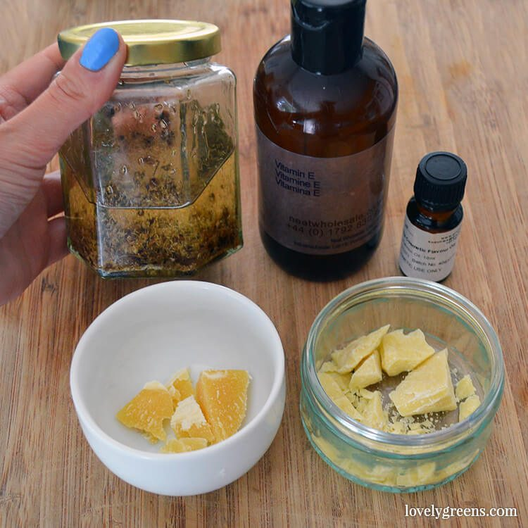 Vanilla & Cocoa Butter Lip Balm recipe + diy instructions #lovelygreens #diybeauty #greenbeauty