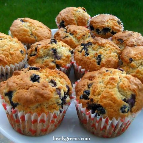 12 Juicy summer berry recipes and DIYs: Blueberry Muffins