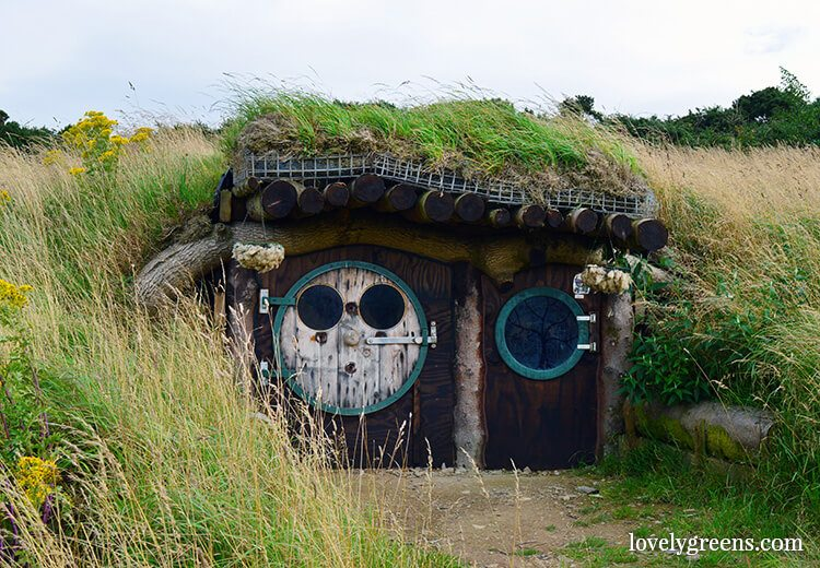 The Hobbit House is an underground cabin on the Isle of Man. It cost £600 to make and most of its materials are salvaged or upcycled.