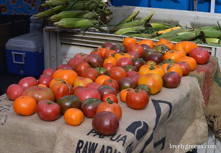 Heirloom tomatoes: Visiting the Ballard Farmers Market {locally grown food-porn ahead}