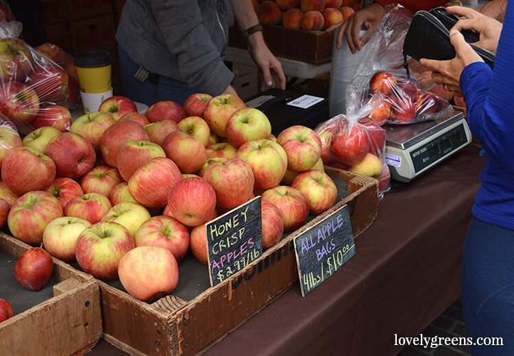 Honey Crisp Apples: Visiting the Ballard Farmers Market {locally grown food-porn ahead}