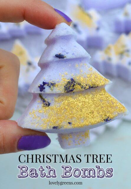 How to make Christmas Tree Bath Bombs using a few simple ingredients and essential oil for scent #diychristmas #giftidea #handmadechristmas #bathbombs