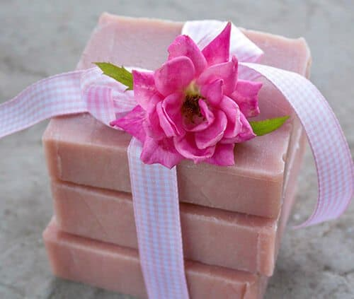 Rose Facial Soap Recipe and Instructions from the new book Easy Homemade Melt and Pour Soaps. Make it in an afternoon and use it the same day. The recipe uses all natural ingredients including madder root, fragrant essential oils, and an easy-to-use soap base #soapmaking #soaprecipe #meltandpoursoap