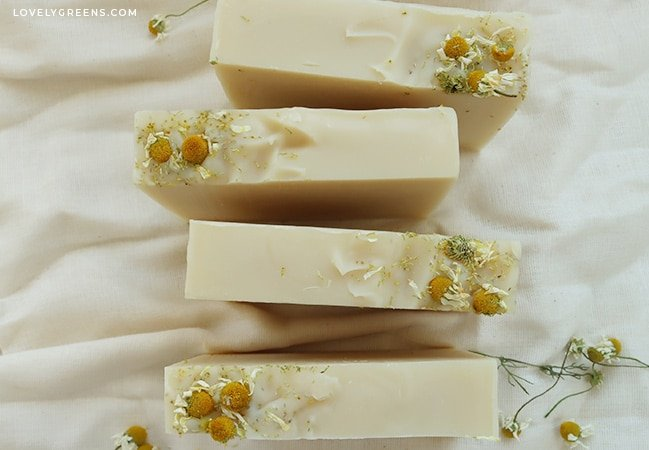 Sweetly scented natural chamomile soap recipe with essential oil, chamomile flowers, and freshly brewed chamomile tea #soaprecipe #soapmaking #chamomile