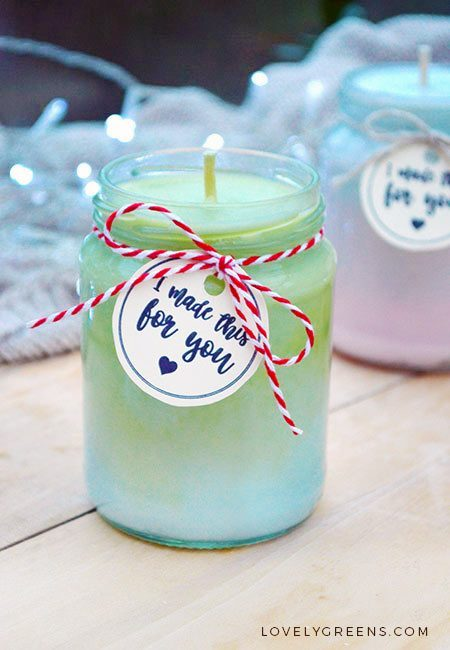 DIY Holiday Ombre Candle -- as the gradient changes, so does the fragrance #ombre #candlemaking #candles