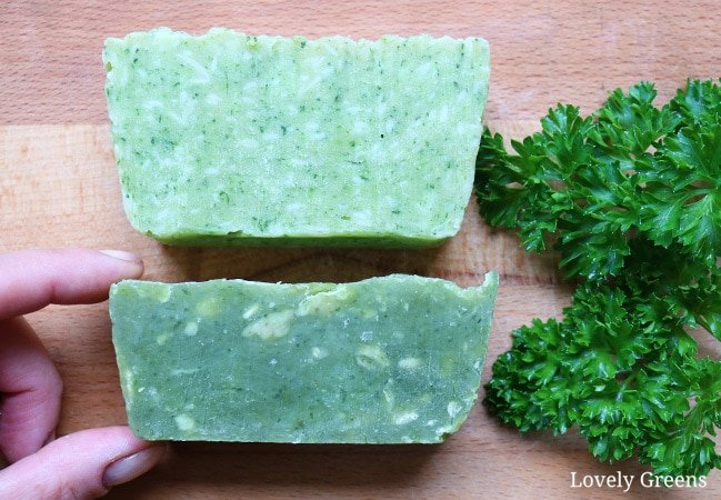 Use garden-fresh or shop-bought herbs for this parsley soap recipe. An easy, safe, and quick recipe that results in naturally green soap #soap #soapmaking #parsley #soapcolorant