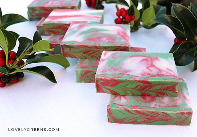 DIY Christmas soap recipe with festive 'In the Pot' swirls and candy cane scented peppermint essential oil. Scalable recipe for 10-30 bars #soaprecipe #diychristmas #christmassoap
