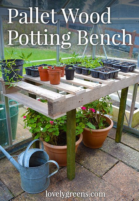 Instructions for making a simple DIY Pallet Wood Potting Bench #gardenidea #pallet