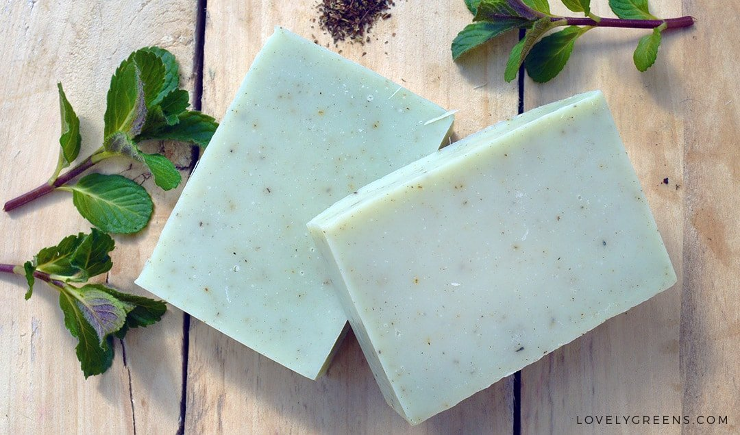 Natural Peppermint Soap Recipe + Instructions: Recipe and instructions for how to make natural cold-process soap with peppermint essential oil. Includes a full DIY video explaining each step #soapmaking #soaprecipe #lovelygreens