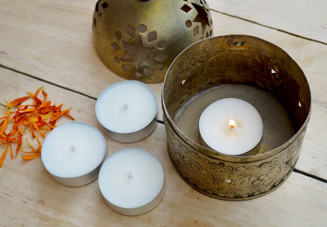 Make homemade natural tea lights with plant-based wax and essential oil. They're easy to make & can be used indoors and out. DIY video included #candlemaking #naturalhome #candle