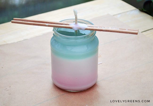 DIY Ombre Candles -- as the gradient changes, so does the fragrance #ombre #candlemaking #candles