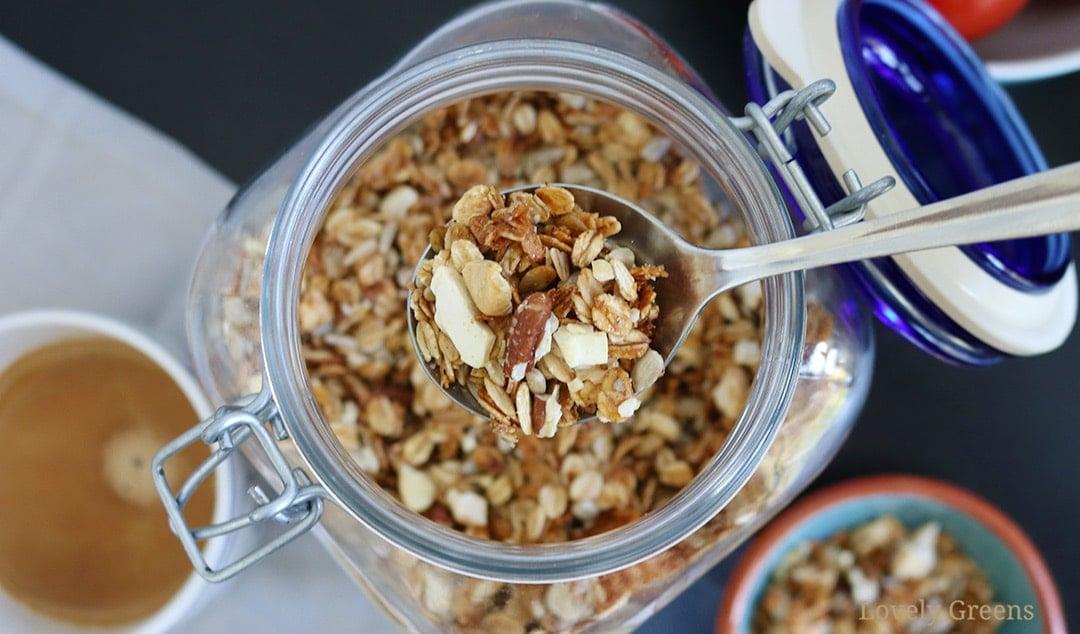 Mara's Simple and Crunchy Granola Recipe
