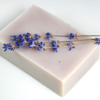 Homemade lavender soap recipe with shea butter & lavender essential oil. Includes tips on using lavender flowers, natural purple colorants, & light exfoliants #soaprecipe #soapmaking #lovelygreens