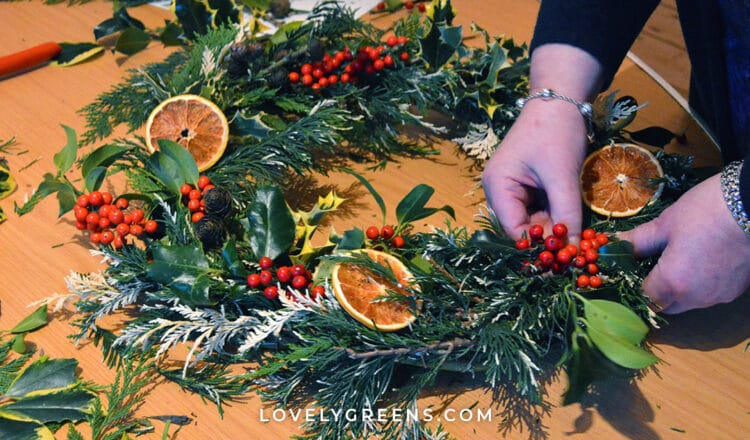 How to Decorate a Fresh Christmas Wreath