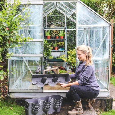Tips on what to do when moving garden plants to your new home. Planting ahead, modular containers, moving vans, taking cuttings, and when you should leave your plants behind #lovelygreens #movinghouse #movingplants #gardeningtips #movingtips #containergarden #gardena