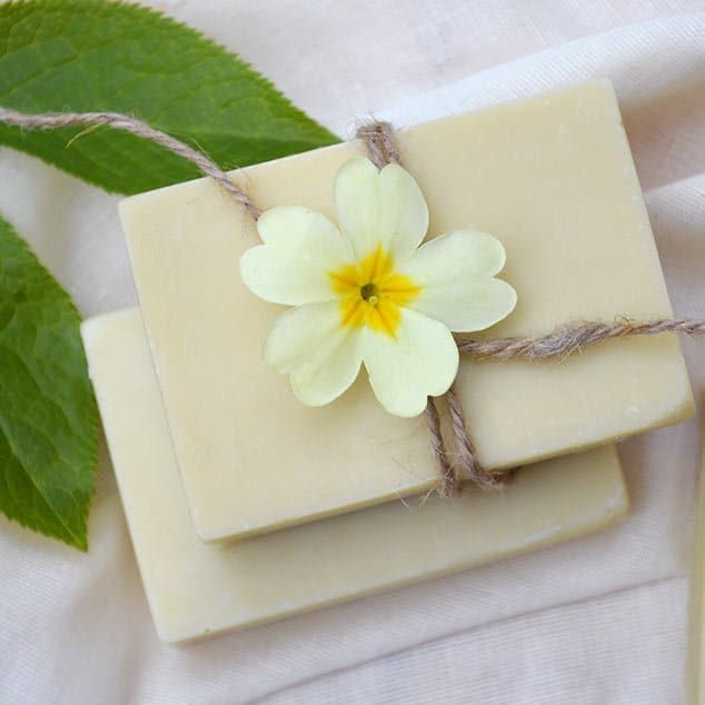 Natural Soap Making for Beginners: Basic Soap Recipes & Formulating Your Own #lovelygreens #soap #soapmaking #naturalsoapmaking #makesoap