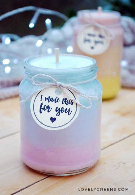 Directions on how to make handmade candles that change in color from pink to yellow and from blue to pink. The scent changes too #candlemaking #lovelygreens #diyhome