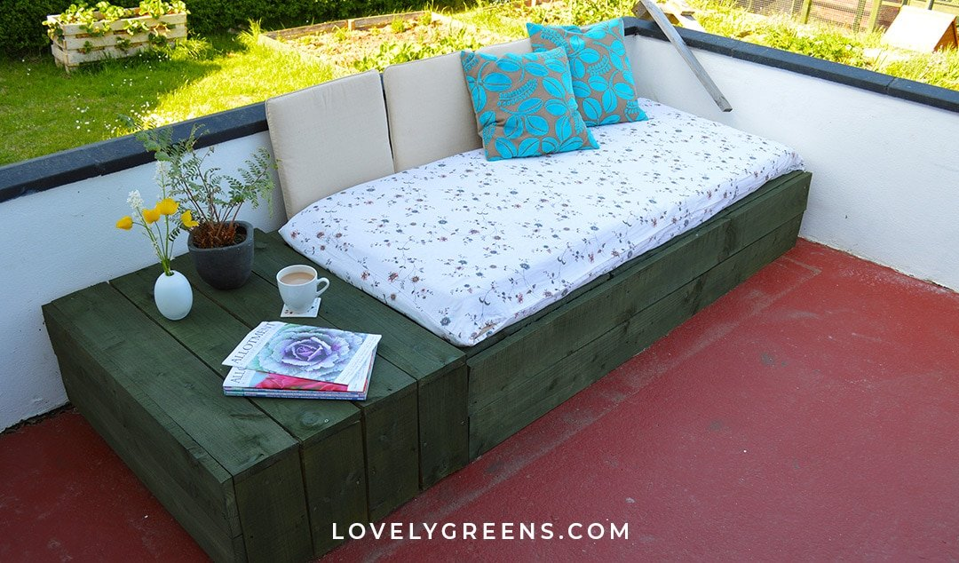 Create A Patio Day Bed With Wood Pallets Lovely Greens
