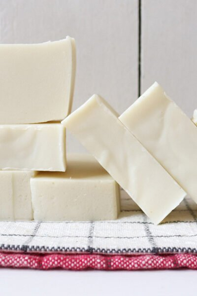 Simple and natural cold process soap recipe. Uses four eco-friendly oils and includes easy to understand soap making instructions #soaprecipe #coldprocesssoap #soapmaking
