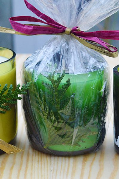 See how to use glass wine bottles to make creative & beautiful wine bottle candles. Includes tips on cutting the bottle & filling it with soy wax #lovelygreens #winebottlecandle #winebottleidea #candlegift #makecandles #recycled