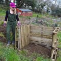 How to build an Easy Wooden Compost Bin using pallets. The project takes about 10 minutes and will give you a place to transform garden and kitchen waste into rich compost for the garden. Also includes tips on how to pick pallets and how to build a compost heap inside #organicgardening #composting #pallet #palletproject #gardendiy #diygarden #compostbin #woodencompostbin #gardeningproject #recycle #upcycle