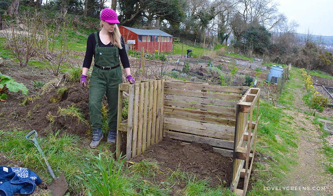 Wooden Compost Bin Using Pallets